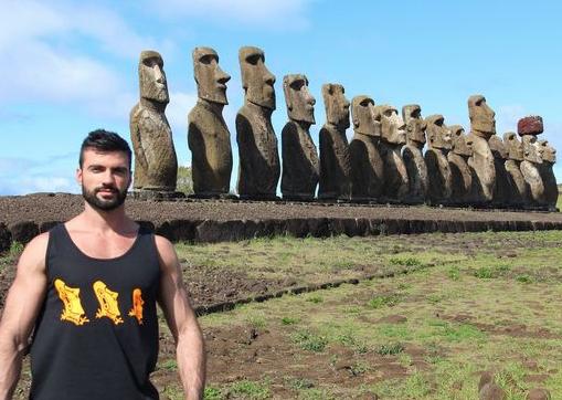 Dario Owen en la Isla de Pascua
