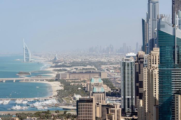 Dario Owen in Dubai and Singapur